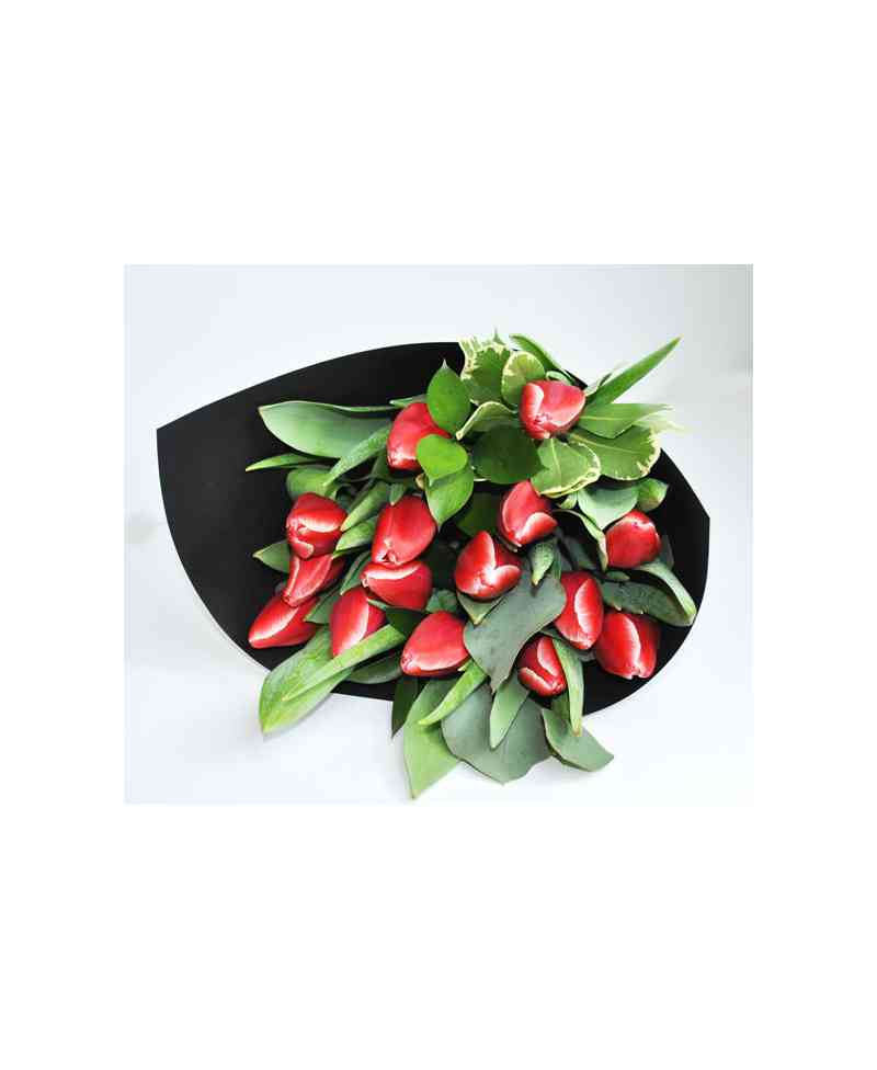 Bouquet of red tulips in black paper - FlowersCity®