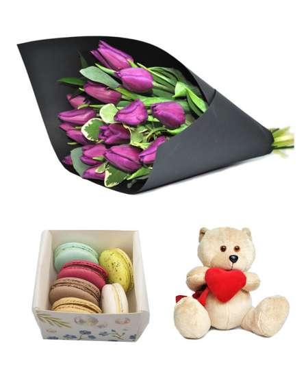 Букет из 15 фиолетовых тюльпанов + Macarons + Мишка с сердцем 20 см ↑