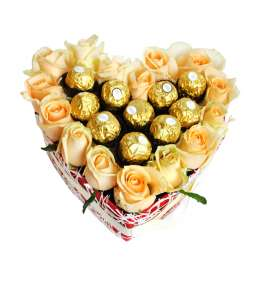 Heart of 15 peach roses and Ferrero