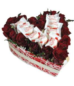 Heart of 21 red roses and Raffaello
