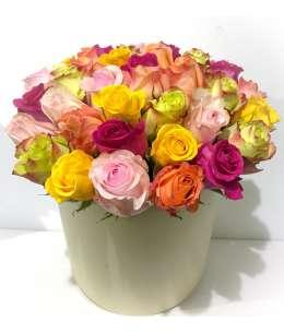 Сливочная коробка из 35 разноцветных роз