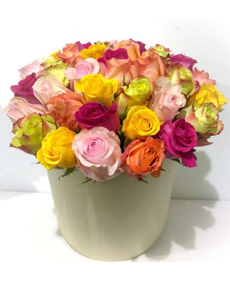 Creamy box made of 35 multicolored roses