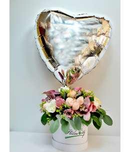 Смешанная коробка + сердце с серебряным гелием