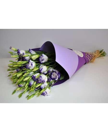 Букет из 11 эустом пурпурных в крафтовой бумаге