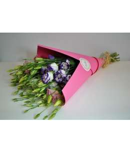 Bouquet of 11 eustom mixed in pink craft paper