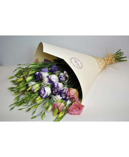 Bouquet of 11 mixed eustomers in creamy paper