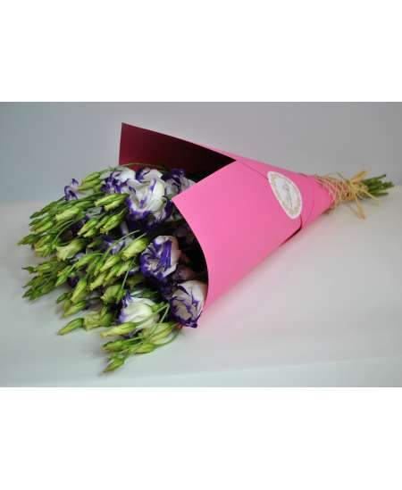 Bouquet of 11 eustome purple in pink craft paper