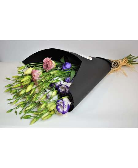 Bouquet of 11 eustoms mixed in black kraft paper