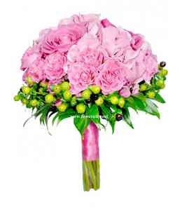 "Buchet ""Roses on the lawn"""