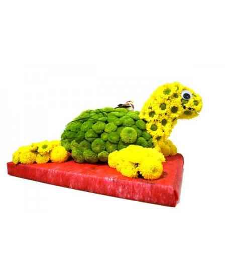 Broască țestoasă din flori