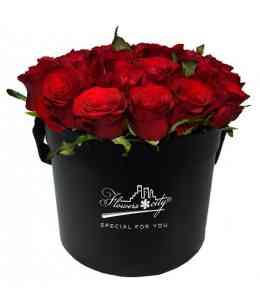 Коробка из 27 красных роз