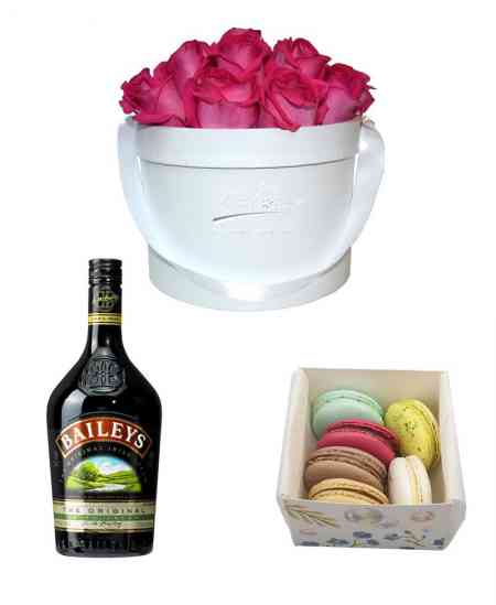 Set of Box of 17 pink roses + Baileys + Macarons (6 pcs)