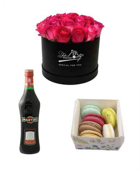 "Box of 27 pink roses + Martini ""Rosso"" + Macarons (6 pcs)"