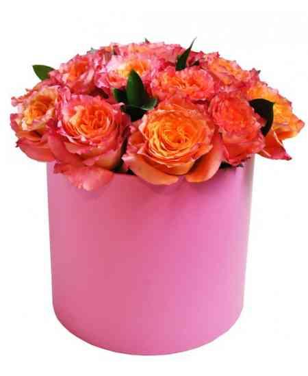 Розовая коробка из розовых-оранжевых роз