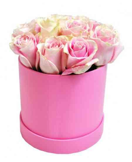 Розовая коробка из белых-розовых роз